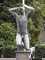 Hilversum kunstwerk Verzetsmonument Rosarium.JPG