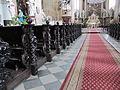 Holešov, Kostel Nanebevzetí Panny Marie, lavice.jpg