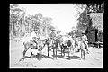 Homens Transportando Alimentos para a Frente de Trabalho - 387, Acervo do Museu Paulista da USP.jpg