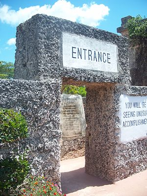 Edward Leedskalnin - Image: Homestead FL Coral Castle entr 01