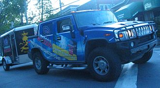 Cinémas Guzzo - Hummer H2 SUT with the theatre chain's logo.