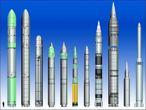 Confronto tra diversi ICBM prodotti. Da sinistra a destra: SS-18 mod.4 • SS-18 mod.5 • SS-19 mod.3 • SS-24 mod.1 • SS-24 mod.2 • SS-25 • SS-27 • DF-4 • DF-5 • DF-31 • Taepodong-2
