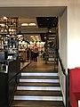 Intérieur de Aux Docks Brasserie à Arbois.JPG