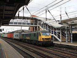 Ipswich - Freightliner 90016 under the new footbridge.jpg