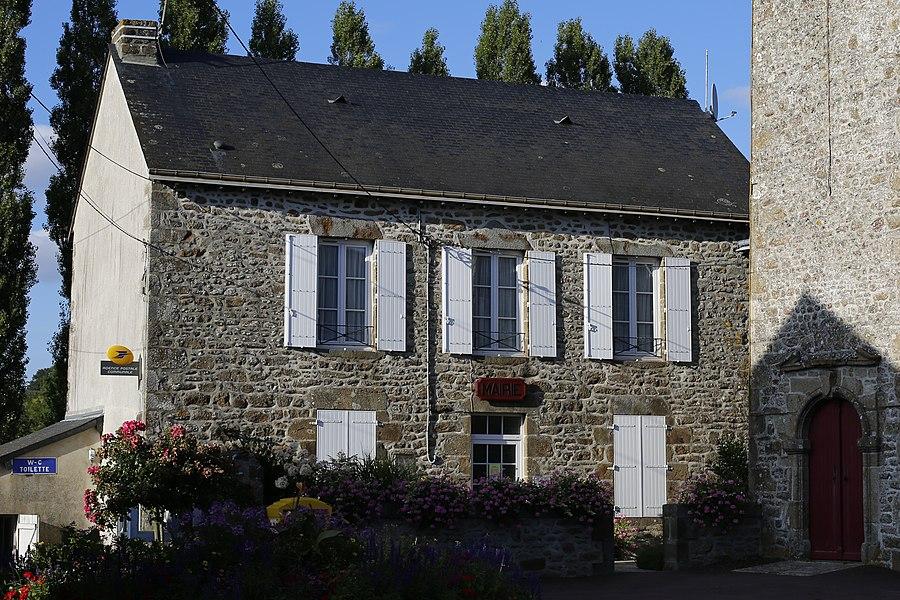 Mairie d'Izé.