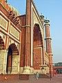 Jama Masjid, Delhi, central iwan up close.jpg