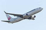 Japan Air Lines, B 737-800, JA332J (17135061137).jpg