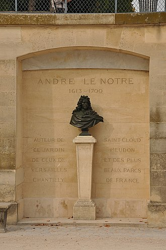 André Le Nôtre - Bust of André Le Nôtre at the Garden of the Tuileries