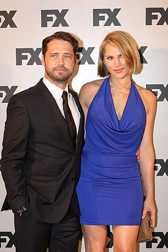 Jason Priestley - Jason Priestley with his wife Naomi Lowde-Priestley (2012)