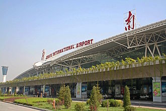 Jinan Yaoqiang International Airport - Image: Jinan Yaoqiang Airport 2005 10 15