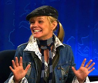 Julie McCullough American actor and comedian (born 1965)