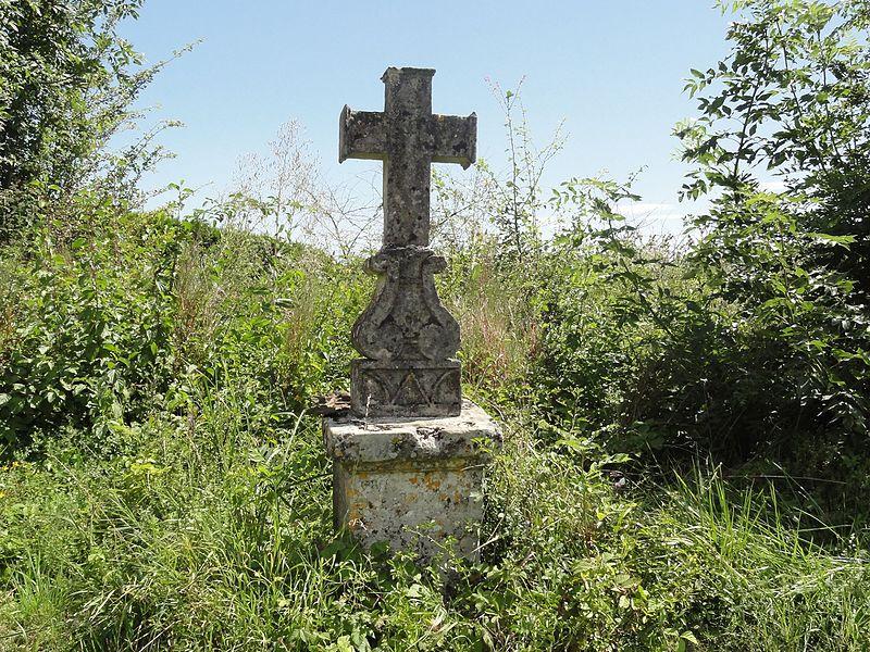 Juvigny-en-Perthois (Meuse) croix de chemin