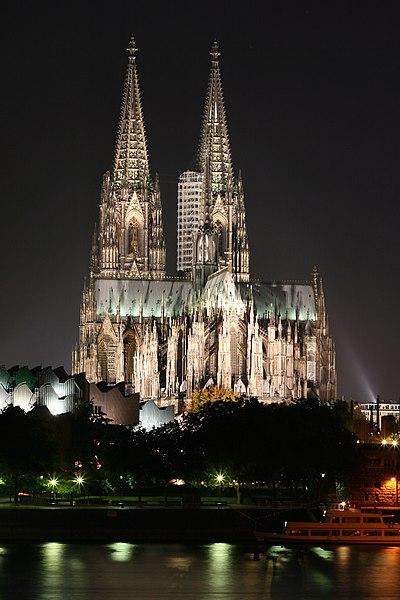 Fichier:Kölner Dom nachts.jpg