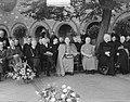 KAB 40 jaar Enschede Kardinaal De Jong met burgemeester Commissaris Koningin, Bestanddeelnr 903-4622.jpg