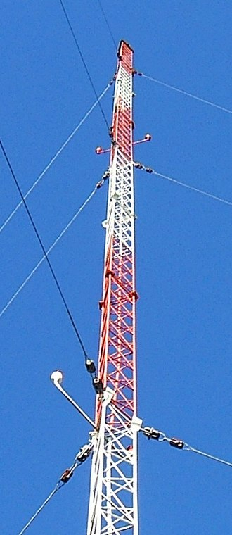 Guyed mast - 200 foot (61 m) radio mast of an AM radio station in Mount Vernon, Washington, USA, supported by three sets of 120° guy lines