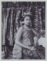 KITLV - 7292 - Kurkdjian - Soerabaja - Young woman on Bali - circa 1910.tif