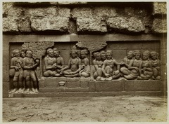 KITLV 28061 - Kassian Céphas - Relief of the hidden base of Borobudur - 1890-1891.tif