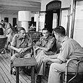KNIL officieren en onderofficieren van Gadjah Merah in gesprek, Bestanddeelnr 12705.jpg