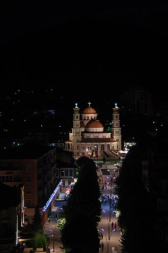 View of the Resurrection Cathedral at night. Korca, Albania 2017.jpg