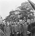 Kranslegging door bevrijde Franse politieke gevangenen op het graf van de Onbeke, Bestanddeelnr 900-2601.jpg