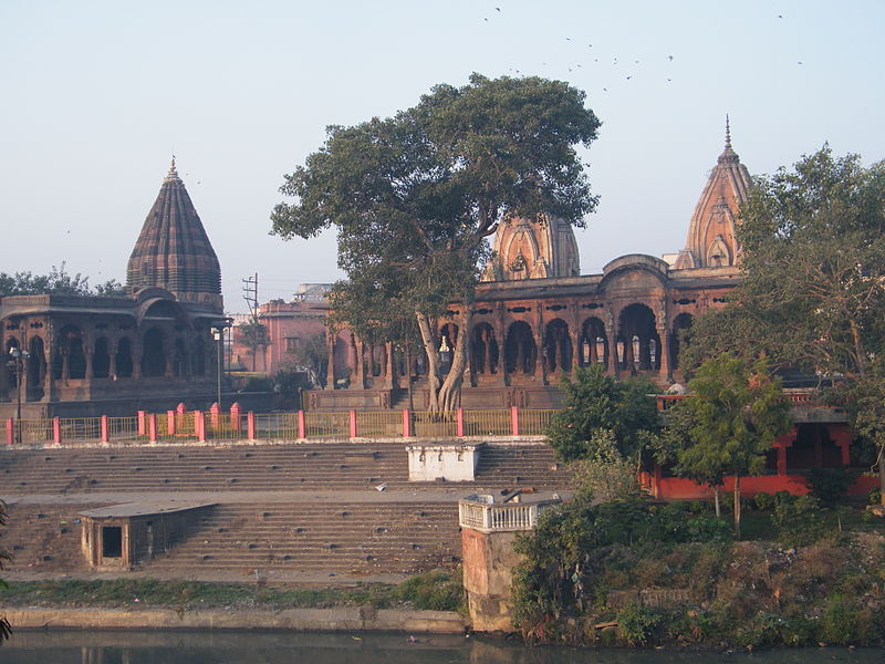 चित्र:Krishnapura Chhatri on Khan Riverbank.JPG