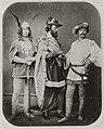 Krone, Hermann - Drei Schauspieler als Gernot, Gunther und Gieselher beim Schnorrfest, Dresden (Zeno Fotografie).jpg