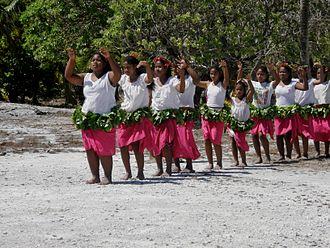 Kuria (islands) - Dancers welcome important visitors to Kuria