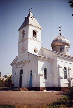 Den svenske kirke i Gammalsvenskby.   Kirken på billedet er den gamle svenske protestantiske, men ombygget for også at fungere som ortodoks med en løgkuppel på kirkeskibet.