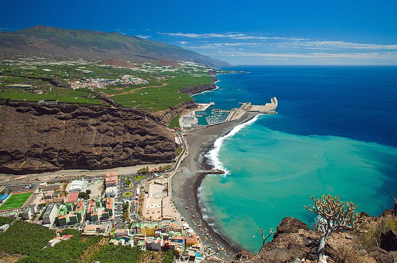 File:La Palma, Canary Islands, view from viewpoint Mirador el Time towards the beach Puerto de Tazacorte with churned up sand stain.jpg