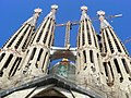 La Sagrada Familia in Barcelona - panoramio.jpg