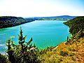 Lac de Chalain vu du belvédère de Fontenu.jpg