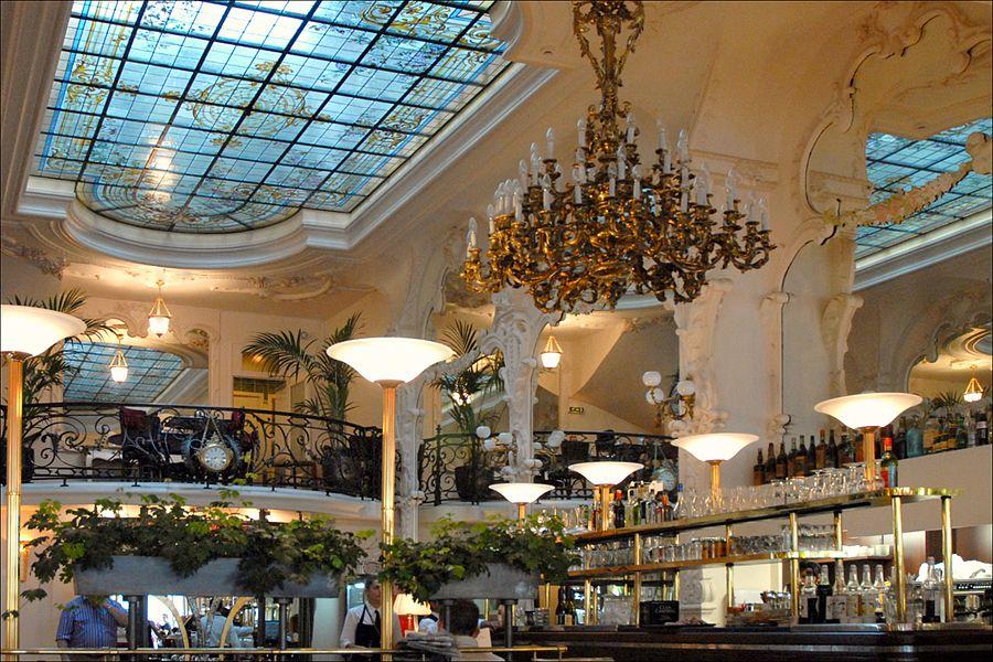 Le Grand Café, bar-brasserie sur la place d'Allier, est l'un des plus beaux de France. Inscrit à l'Inventaire des Monuments Historiques, il a conservé sa décoration de 1899. De style Art nouveau (certaines parties sont de style art-déco), ses murs sont  habillés de miroirs dont les reflets combinés déploient l'espace à l'infini.   Selon le site de l'Observatoire de la franchise (Bistrot du boucher), M. Renoux, garçon de café à la brasserie parisienne Lipp avait décidé, avec un architecte italien, Golfione de créer un café brasserie à Moulins. Golfione y réalisa un décor, inspiré par l'Art Nouveau et confia la décoration du plafond à Auguste Sauroy dont la fresque représente la légende de Gambrinus, divinité à laquelle on attribue l'invention de la bière.  Ce serait également dans ce décor que Gabrielle Chanel aurait acquis son surnom de «Coco» en interprétant quelques chansonnettes au balcon du Grand Café, lieu mythique qui fut aussi fréquenté au fil des ans par d'autres célébrités.   www.observatoiredelafranchise.fr/communiques-bistrot-du-b...  www.bistrotduboucher.fr/content/restaurant-40-bistrot-du-...