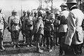 Le roi de Roumanie décore des soldats - Médiathèque de l'architecture et du patrimoine - AP62T104546.jpg
