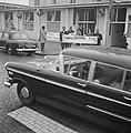 Leuzen en spandoeken ter verwelkoming Minister-President Pengel op Schiphol, Bestanddeelnr 915-0959.jpg