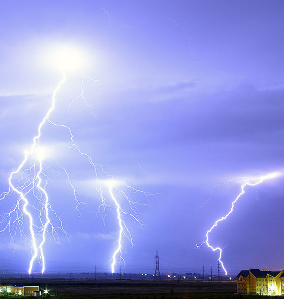 "Сликата ""http://upload.wikimedia.org/wikipedia/commons/thumb/d/db/Lightning_over_Oradea_Romania_cropped.jpg/559px-Lightning_over_Oradea_Romania_cropped.jpg"" не може да се прикаже бидејќи содржи грешки."