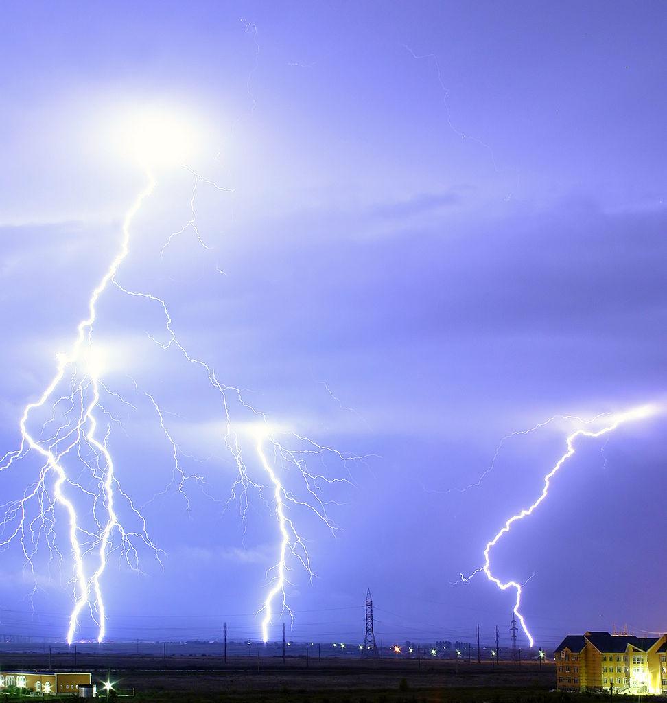 Oradea Romania  city pictures gallery : Dosya:Lightning over Oradea Romania cropped Vikipedi