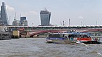 "London MMB »0W6 Blackfriars Bridge and ""Typhoon Clipper"".jpg"