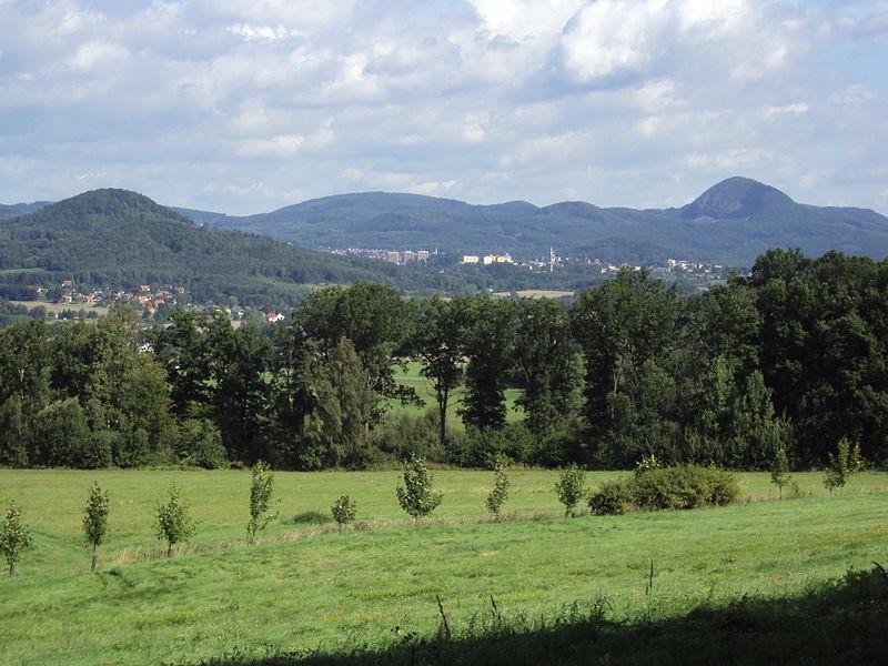 File:Lužické hory od České Lípy.jpg