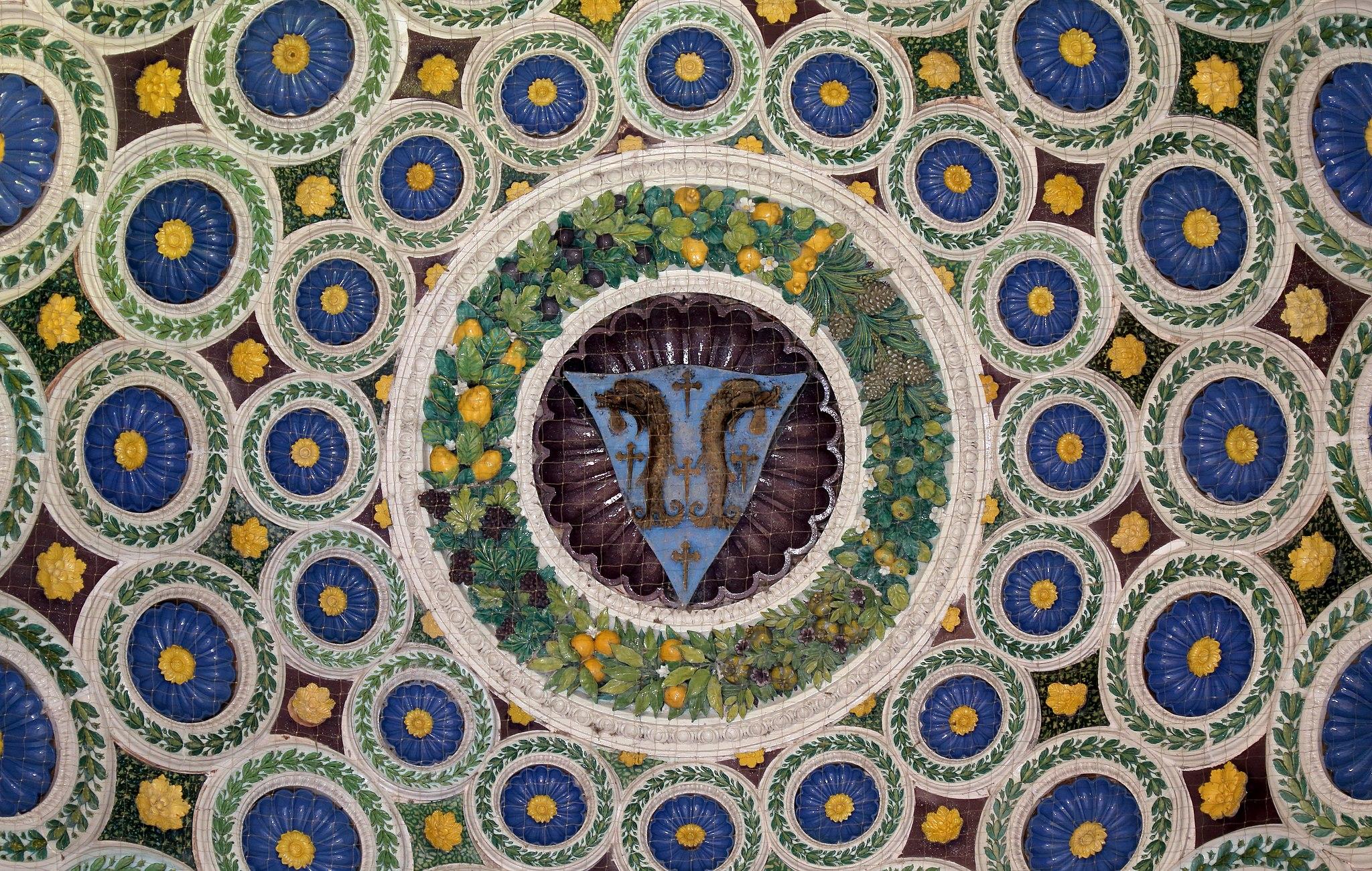 Luca della Robbia, cupoletta con stemma della famiglia Pazzi, 1461