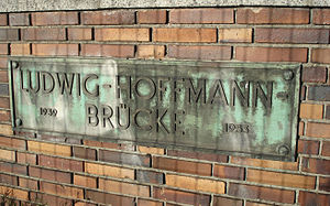Ludwig Hoffmann (architect) - Sign on the Ludwig Hoffmann Bridge in Moabit