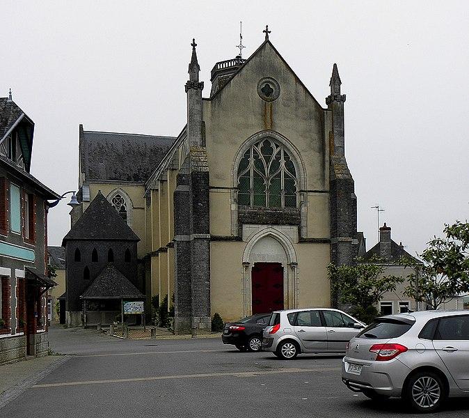 Église Saint-Pierre de Méral (53). Façade occidentale.