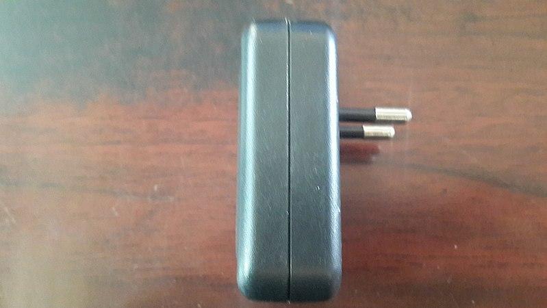 File:MP3 MP4 Power Supply YJ 1002 side.jpg