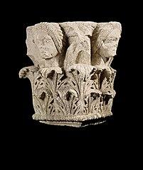 Chapiteau qui sommait le pyramidion d'un monument (Ra 378)