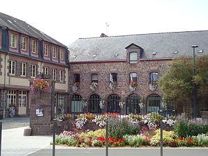 Montfort-sur-Meu - The town hall of Montfort-sur-Meu