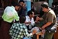 Mandalay-Jademarkt-34-Haendler-gje.jpg