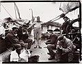 Mannskapet tar en hvil om bord på «Fram»s akterdekk, juni-juli 1894 (11511802635).jpg