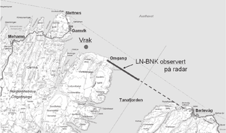"""Widerøe Flight 933 - Map of Flight 933's route. The thick line is the route followed by radar; """"vrak"""" is where the wreckage was found"""