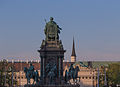 Maria Theresiendenkmal - Kaiserforum Wien in der Abendsonne 2368.jpg