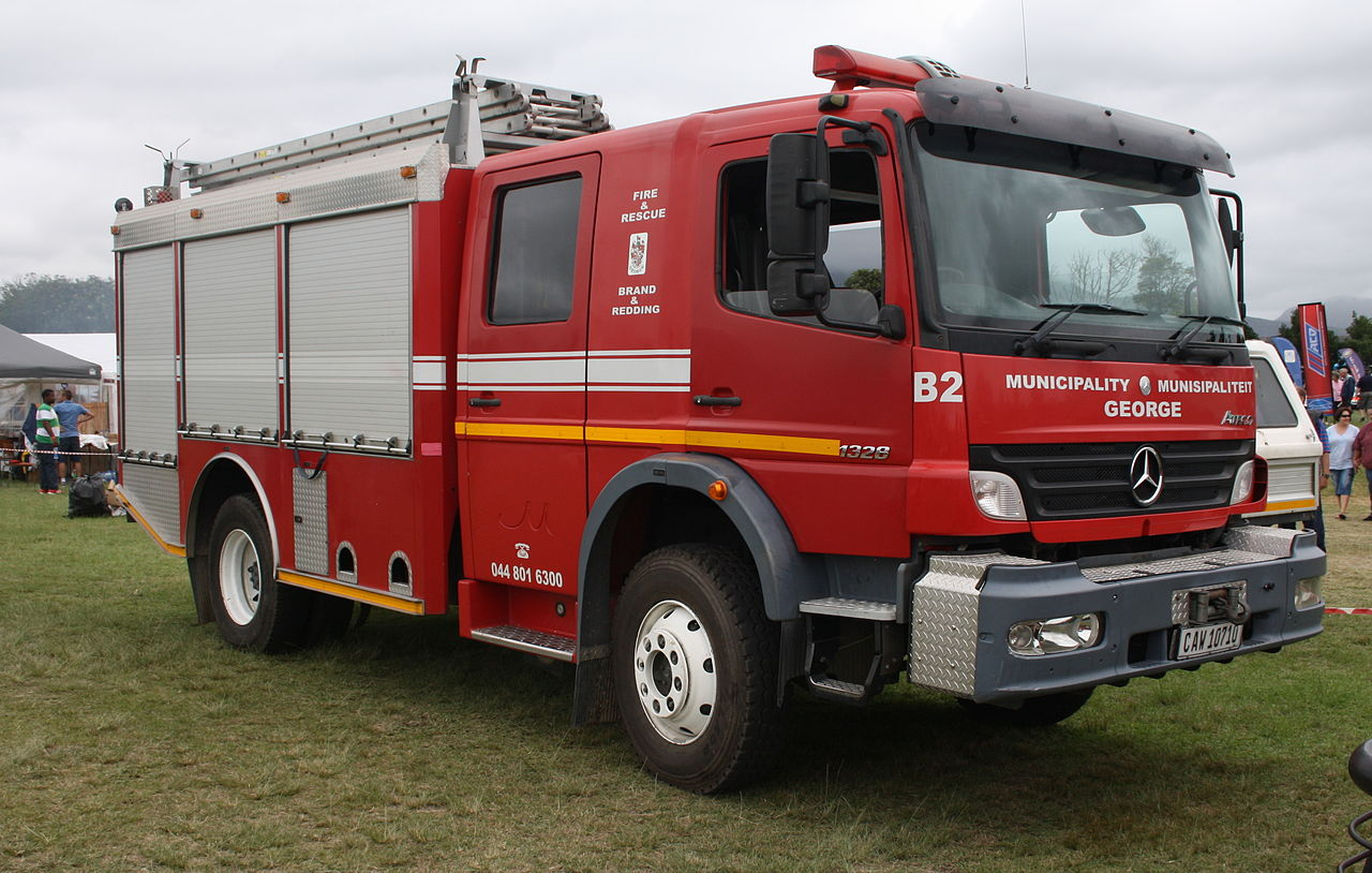 file mercedes benz atego 1328 fire truck 12405245165 jpg