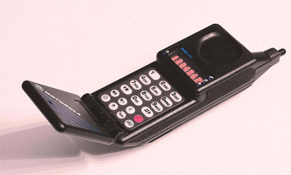 motorola flip phone. motorola flip phone